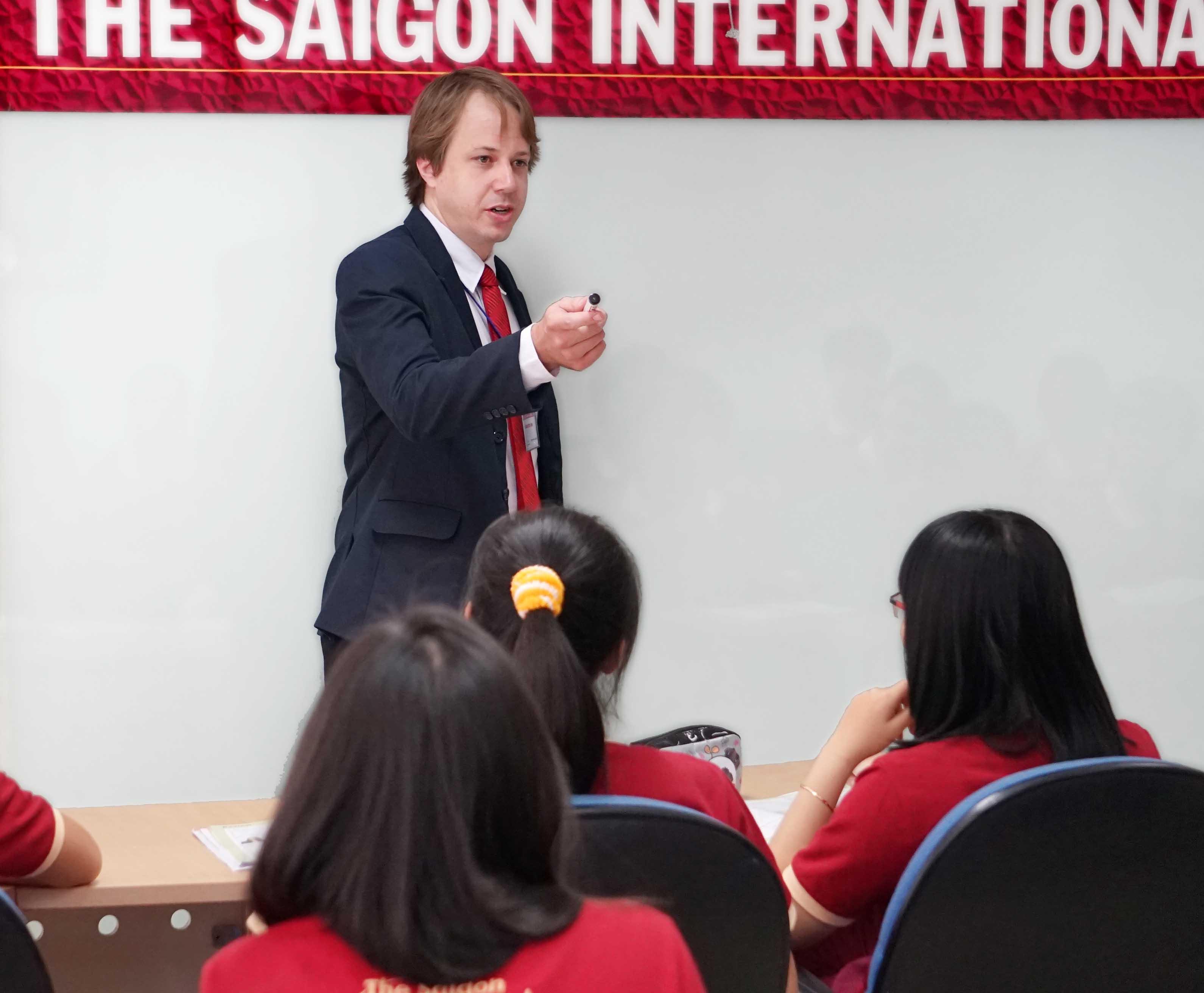 Nâng tầm tư duy lãnh đạo với học bổng MBA trên 1 tỷ đồng từ SIU - Ảnh 2.