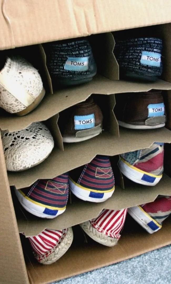 Như vậy thì giày sẽ không bị bám bụi nữa.