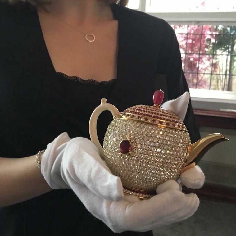 Thật khó tin nhưng có ấm trà nạm đá ruby giá hơn 66 tỷ đồng - Ảnh 3.