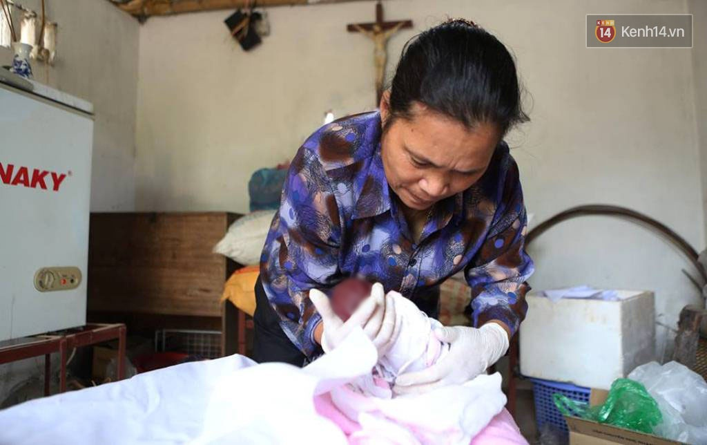 Người Đàn Bà Hơn 10 Năm Gõ Cửa Từng Phòng Khám Ở Hà Nội Để Xin