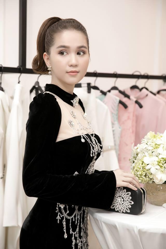 Chiếc đầm già như mợ của Ngọc Trinh bị nghi lấy cảm hứng từ Moschino - Ảnh 3.