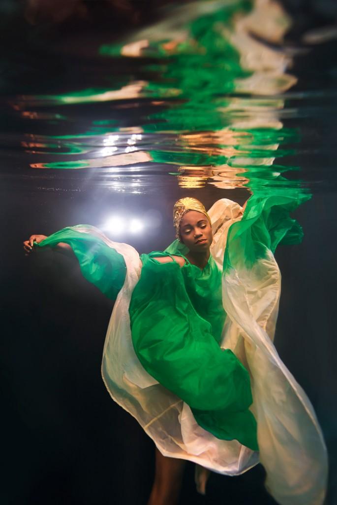 Next Top Model: Không phải cứ chụp ảnh dưới nước là trở thành thảm họa như ở Việt Nam! - Ảnh 9.