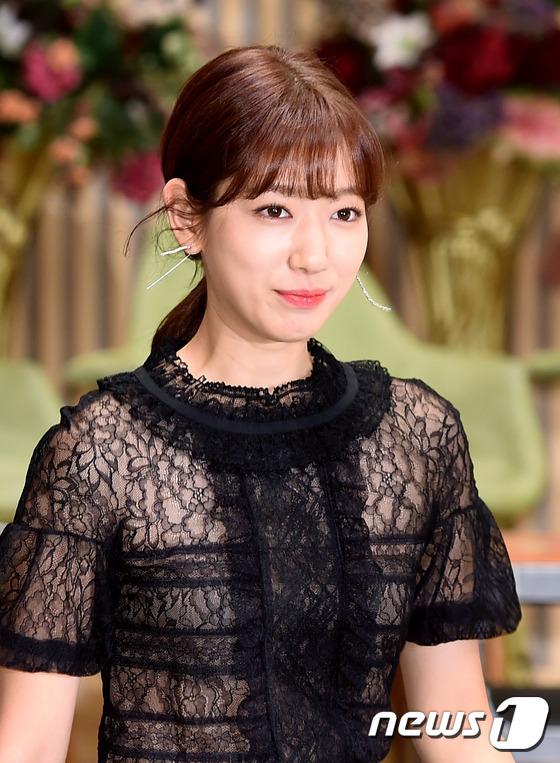 Bị dìm chiều cao bên người đẹp Cheese in the trap, Park Shin Hye vẫn xinh như công chúa - Ảnh 2.