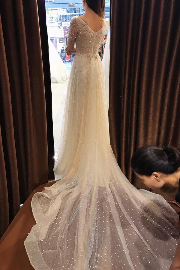Cận cảnh váy cưới gắn 10.000 viên pha lê của MC thời tiết Mai Ngọc - Ảnh 2.