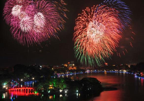 Người Hà Nội nói gì khi Tết năm nay không được ngắm pháo hoa? - Ảnh 1.