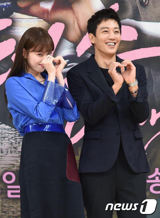 Bị dìm chiều cao bên người đẹp Cheese in the trap, Park Shin Hye vẫn xinh như công chúa - Ảnh 20.