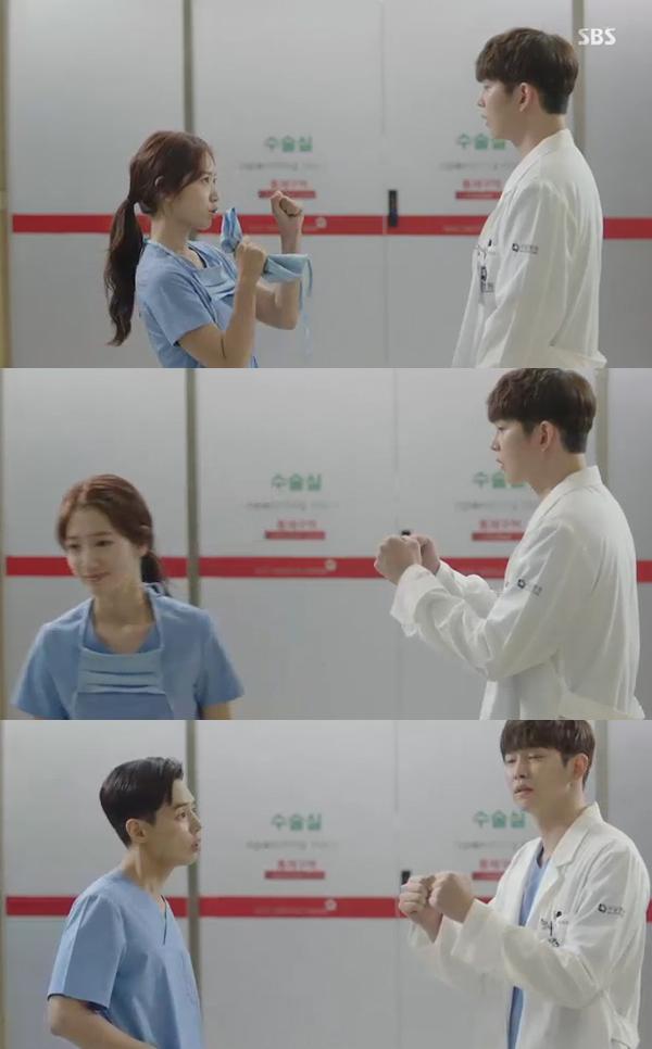 """""""Tình tay ba"""" là xưa rồi, Park Shin Hye trong Doctors sắp vướng vào """"tình tay năm""""! - Ảnh 17."""