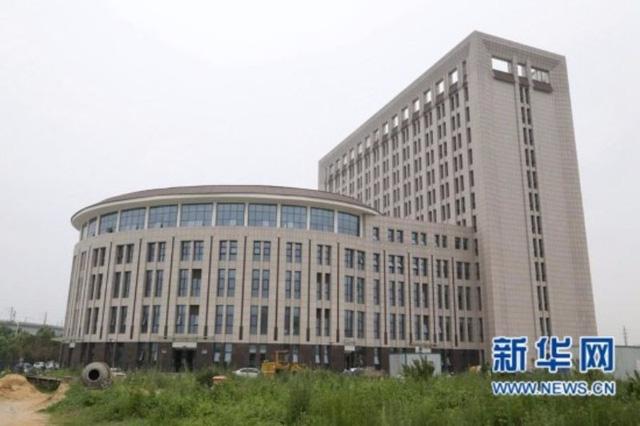 Trường Đại học Trung Quốc mới xây trông y hệt cái bồn cầu - Ảnh 2.
