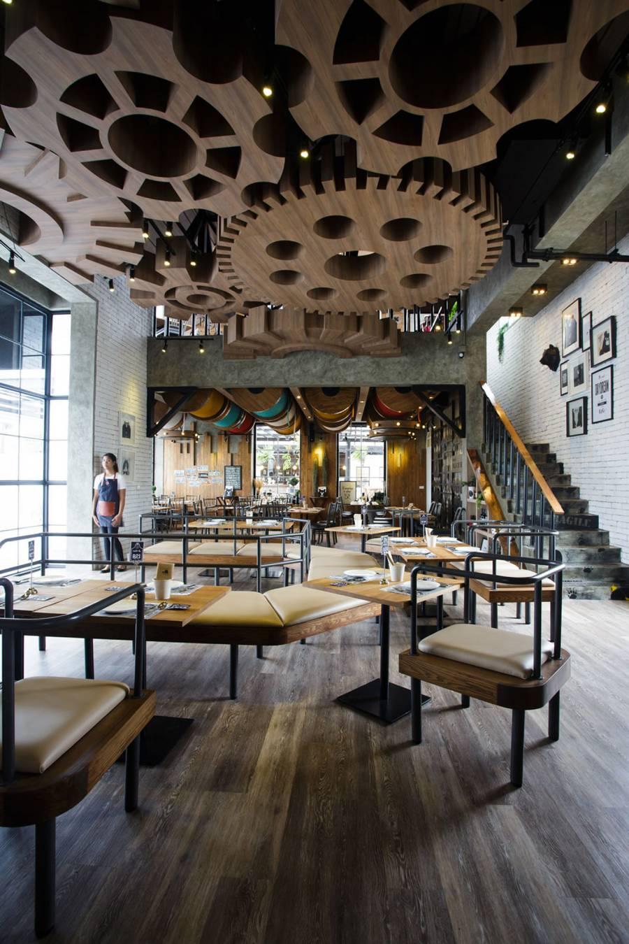Ghé thăm nhà hàng gấu bông dễ thương tại xứ Chùa Vàng - Ảnh 2.