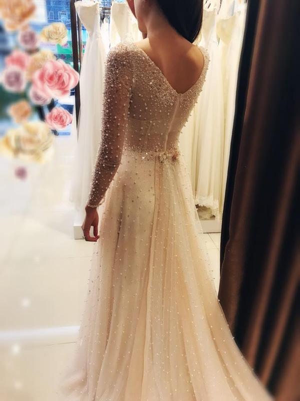 Cận cảnh váy cưới gắn 10.000 viên pha lê của MC thời tiết Mai Ngọc - Ảnh 3.