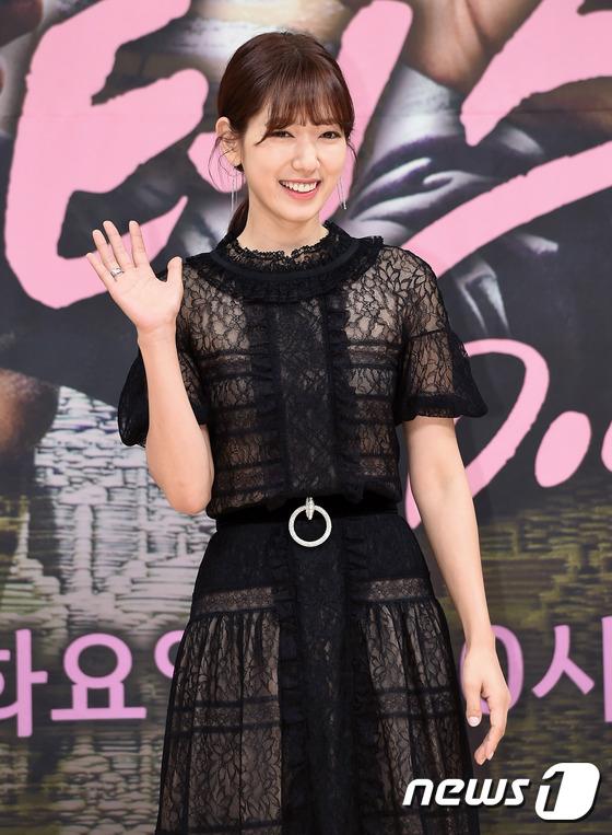 Bị dìm chiều cao bên người đẹp Cheese in the trap, Park Shin Hye vẫn xinh như công chúa - Ảnh 5.