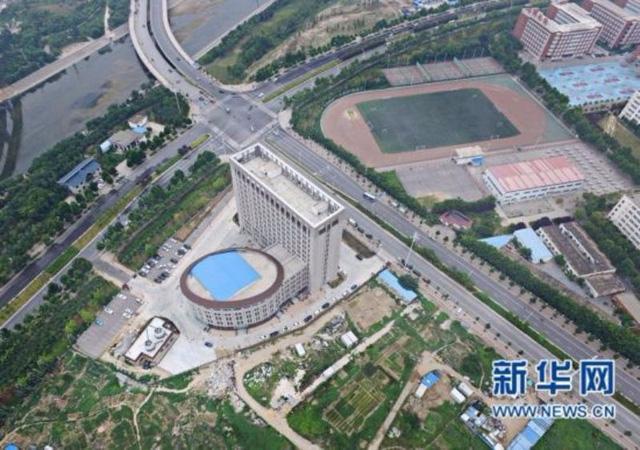 Trường Đại học Trung Quốc mới xây trông y hệt cái bồn cầu - Ảnh 3.