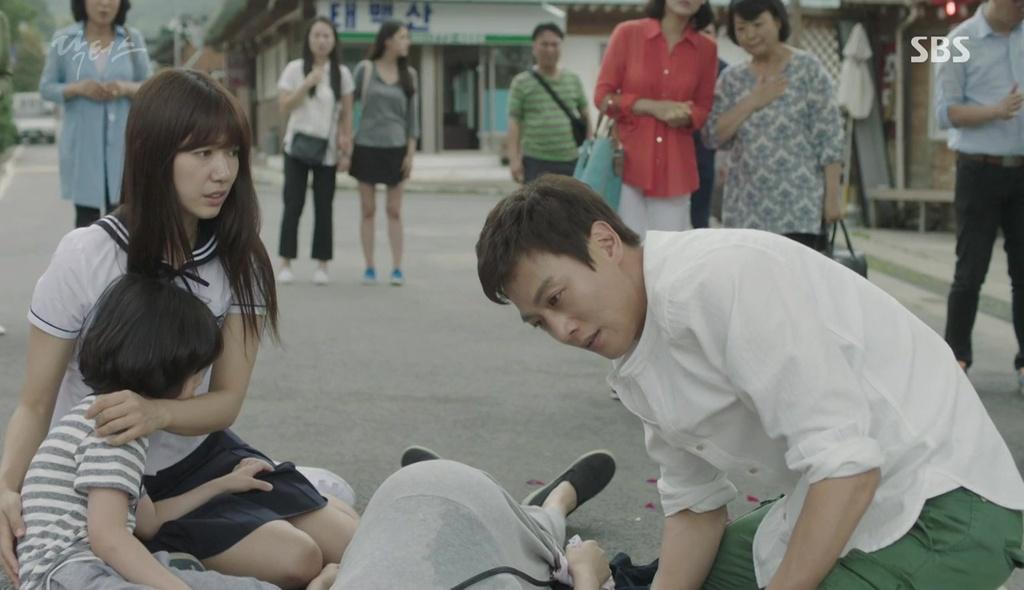 """""""Tình tay ba"""" là xưa rồi, Park Shin Hye trong Doctors sắp vướng vào """"tình tay năm""""! - Ảnh 3."""