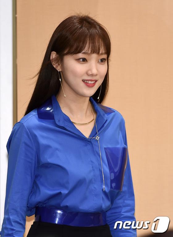 Bị dìm chiều cao bên người đẹp Cheese in the trap, Park Shin Hye vẫn xinh như công chúa - Ảnh 7.