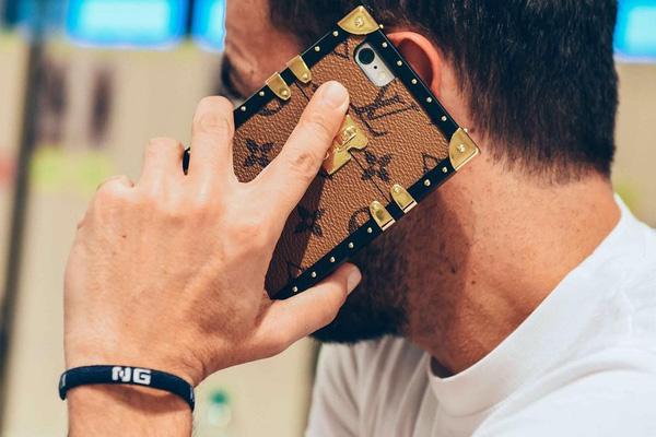 Louis Vuitton khiến tín đồ thời trang phát cuồng vì ốp Iphone sang chảnh - Ảnh 5.