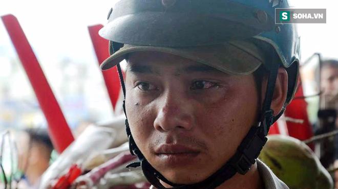 Người chạy xe ba gác chở cồng kềnh bật khóc khi bị CSGT thổi phạt - Ảnh 5.