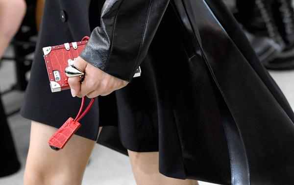 Louis Vuitton khiến tín đồ thời trang phát cuồng vì ốp Iphone sang chảnh - Ảnh 7.