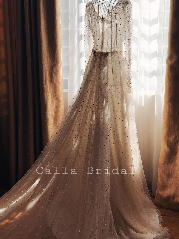 Cận cảnh váy cưới gắn 10.000 viên pha lê của MC thời tiết Mai Ngọc - Ảnh 7.