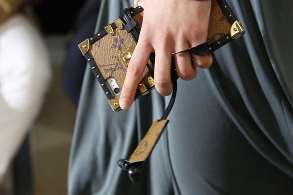 Louis Vuitton khiến tín đồ thời trang phát cuồng vì ốp Iphone sang chảnh - Ảnh 8.