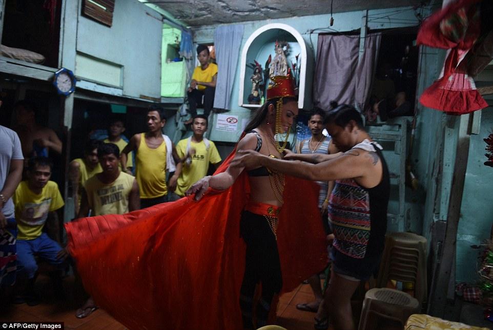 Tù nhân LGBT tại Philippines thả dáng trong cuộc thi sắc đẹp Hoa hậu hoàn vũ - Ảnh 5.