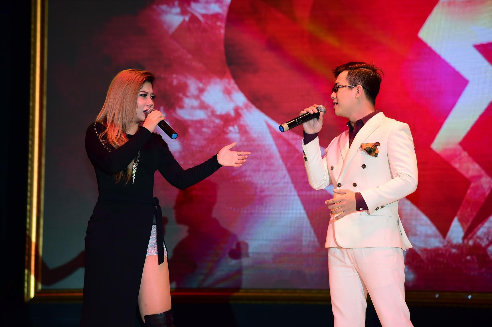Quán quân Idol Kids Hồ Văn Cường theo chân ủng hộ mẹ nuôi Phi Nhung - Ảnh 16.