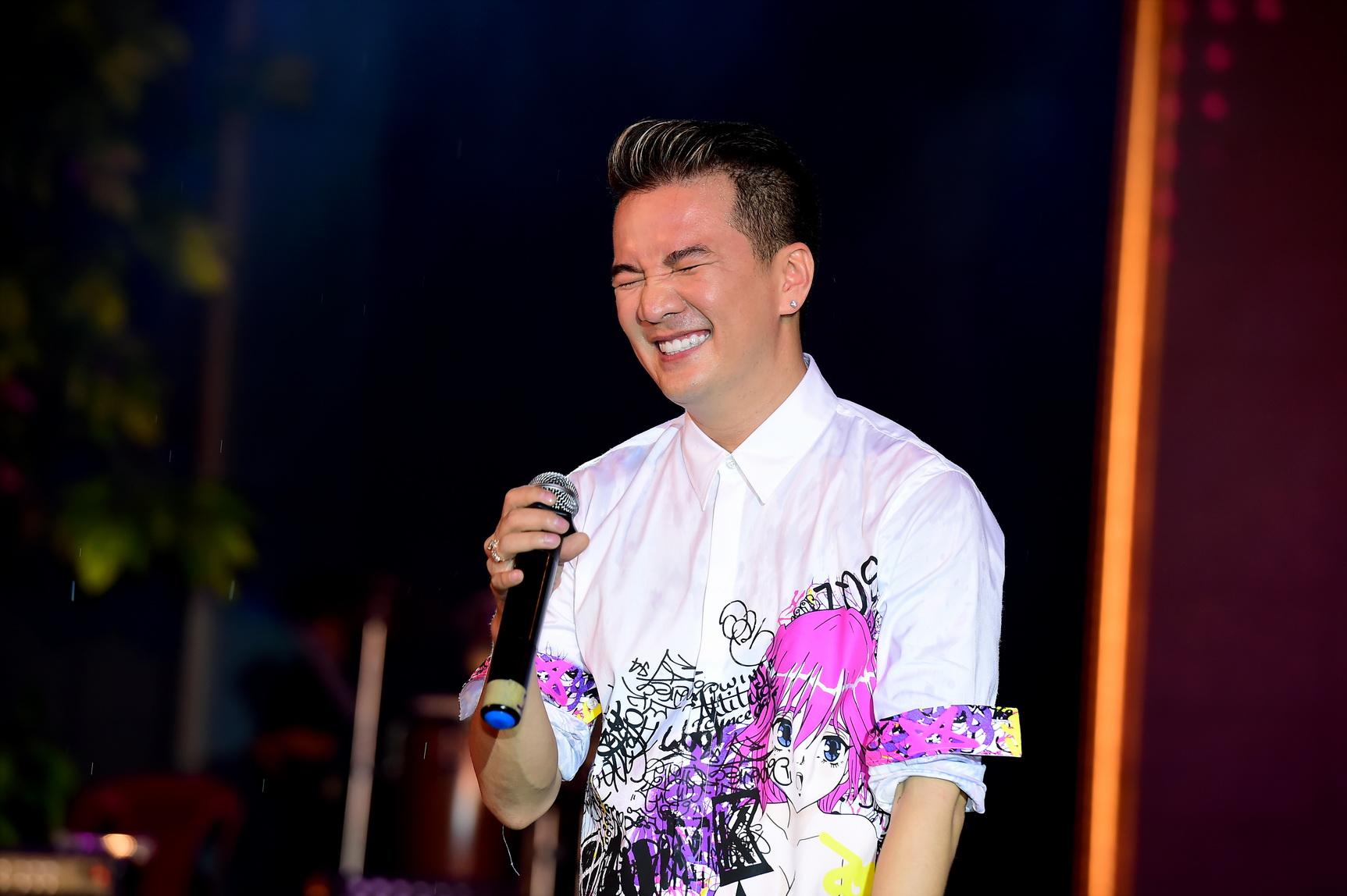 Quán quân Idol Kids Hồ Văn Cường theo chân ủng hộ mẹ nuôi Phi Nhung - Ảnh 5.