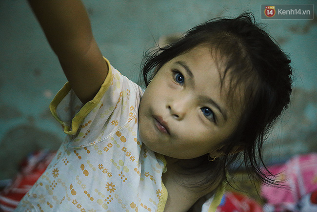 Đôi mắt màu xanh kỳ lạ của hai anh em câm điếc bán vé số nơi xóm nghèo Sài Gòn - Ảnh 18.