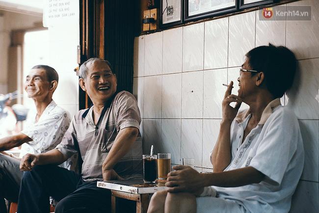 Quán cafe đúng kiểu Sài Gòn xưa, hơn nửa thế kỉ qua mỗi năm chỉ đóng cửa 10 phút... - Ảnh 4.