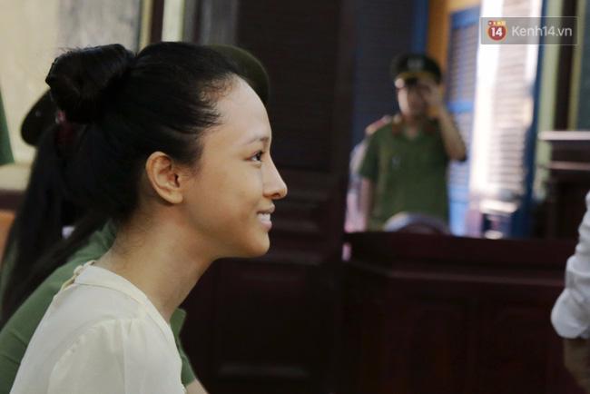 Nụ cười bí hiểm của Phương Nga tại tòa và lời khai chấn động ở phút 89 - Ảnh 3.