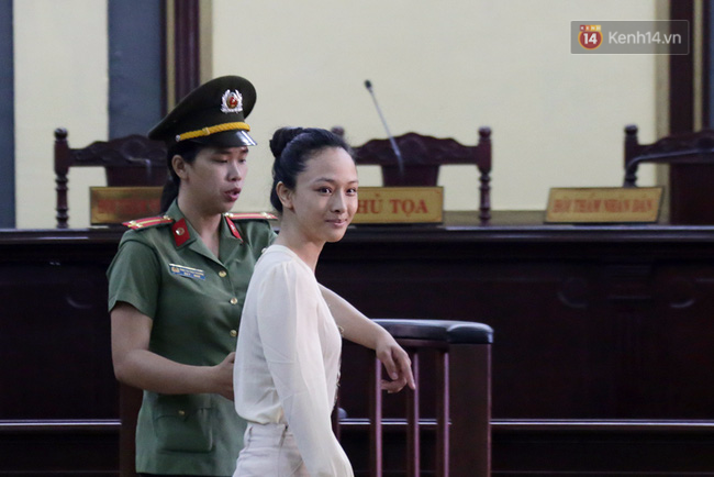 Nụ cười bí hiểm của Phương Nga tại tòa và lời khai chấn động ở phút 89 - Ảnh 2.