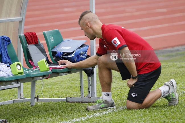 Chuyên gia người Đức ngỡ ngàng với thể lực của cầu thủ U19 Việt Nam - Ảnh 2.