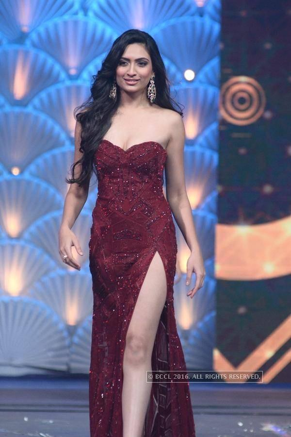 Nhan sắc mặn mà như minh tinh điện ảnh của Hoa hậu Hoàn vũ Ấn Độ 2016 - Ảnh 5.
