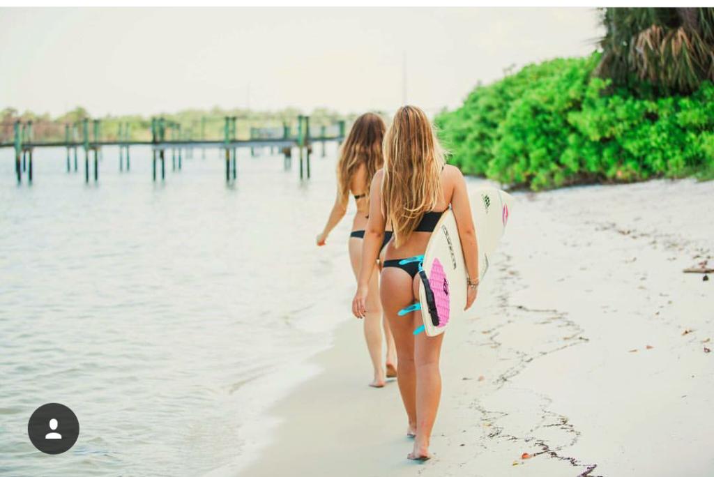 Hai cô gái xinh đẹp mở màn trào lưu đi du lịch cùng bạn gái thân khắp thế giới - Ảnh 14.
