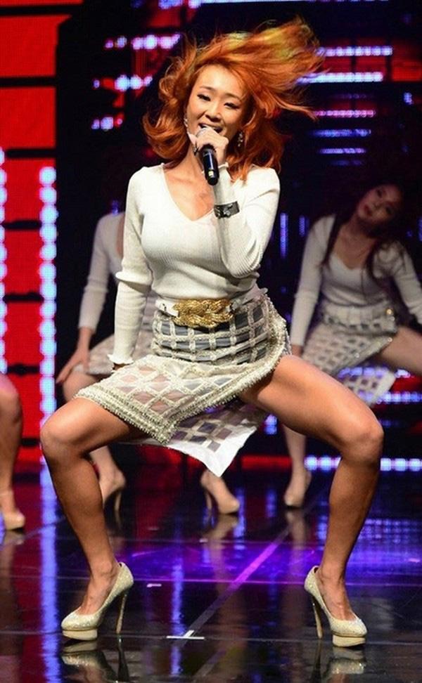 Váy của các nữ thần tượng Hàn Quốc ngày càng ngắn? - Ảnh 5.