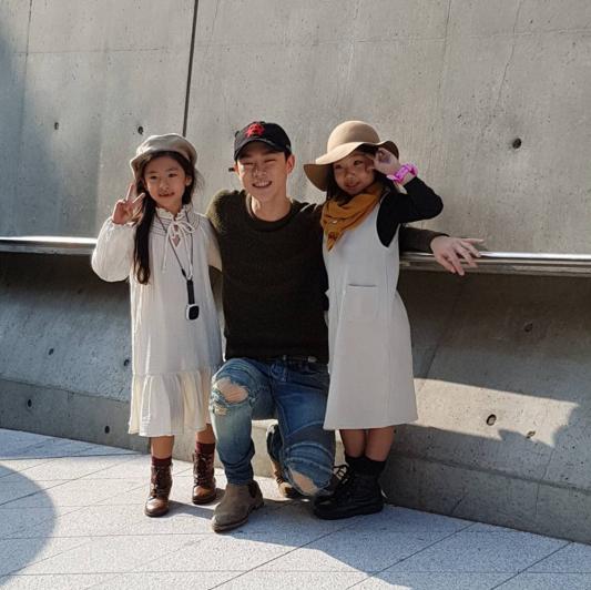 Fashionista hay Ngôi sao? Không, chính các cô bé cậu bé này mới đang thống trị Seoul Fashion Week! - Ảnh 34.