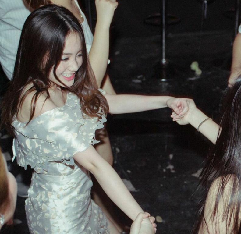 Vừa giàu, vừa xinh, vừa giỏi: Đây chính là hot girl số 1 của Lào, và cô ấy là người gốc Việt! - Ảnh 26.