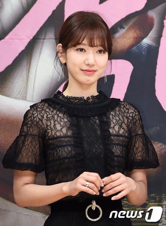 Bị dìm chiều cao bên người đẹp Cheese in the trap, Park Shin Hye vẫn xinh như công chúa - Ảnh 6.
