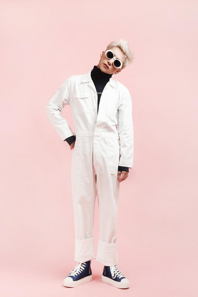 Có cả kho áo quần, nhưng Sơn Tùng chỉ dùng đi dùng lại 2 cặp kính này - Ảnh 1.