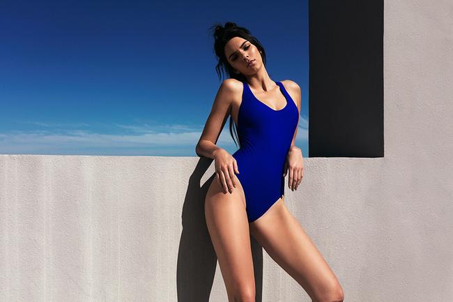 Bỏng mắt xem gái Việt phô diễn body trong mốt áo tắm khoét hông cao - Ảnh 1.
