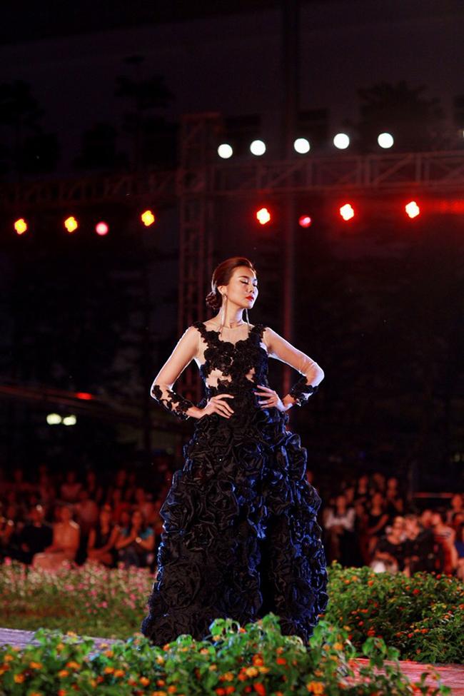 Thanh Hằng: Nữ hoàng chưa người thay thế trên sàn catwalk Việt - Ảnh 17.