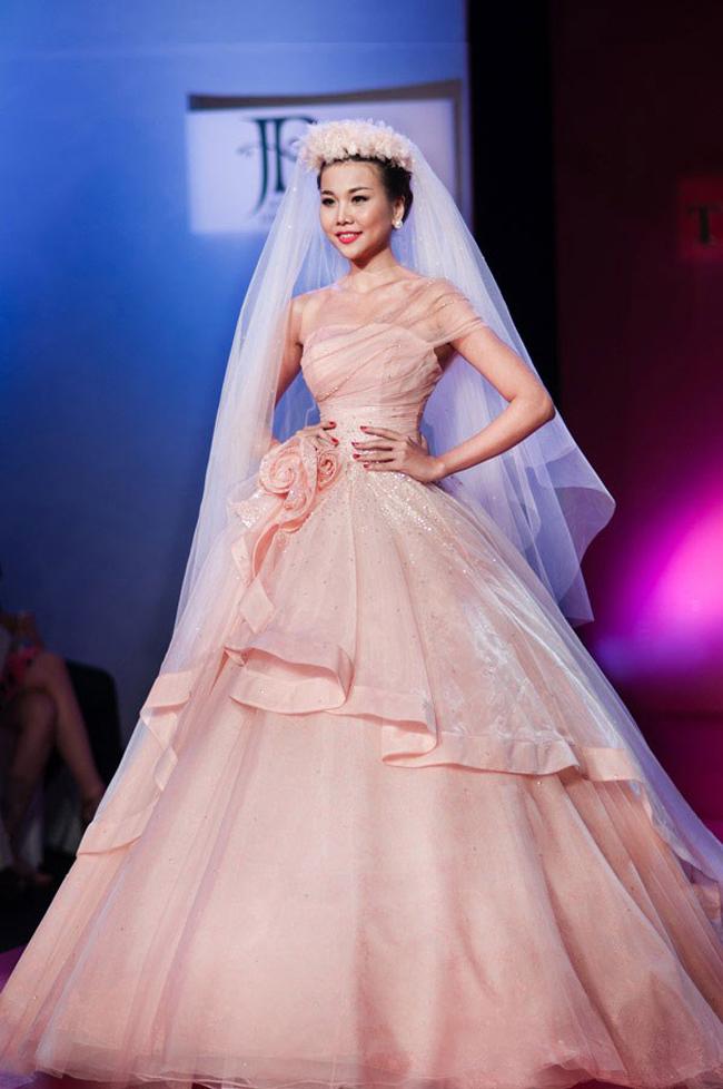 Thanh Hằng: Nữ hoàng chưa người thay thế trên sàn catwalk Việt - Ảnh 20.