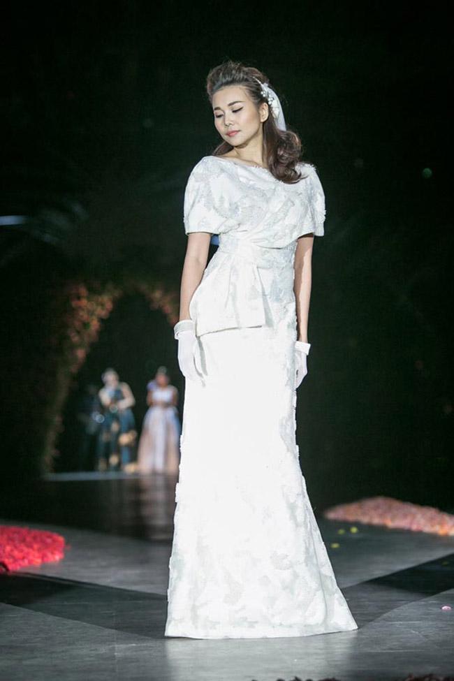 Thanh Hằng: Nữ hoàng chưa người thay thế trên sàn catwalk Việt - Ảnh 10.