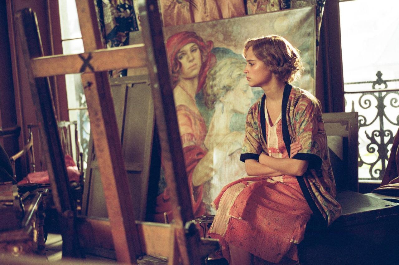 Cô gái Đan Mạch: Đẹp nao lòng từ nội dung đến thời trang - Ảnh 15.