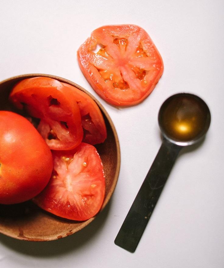 Đắp cà chua lên mặt mỗi tuần, da sẽ biến đổi kì diệu không ngờ - Ảnh 2.