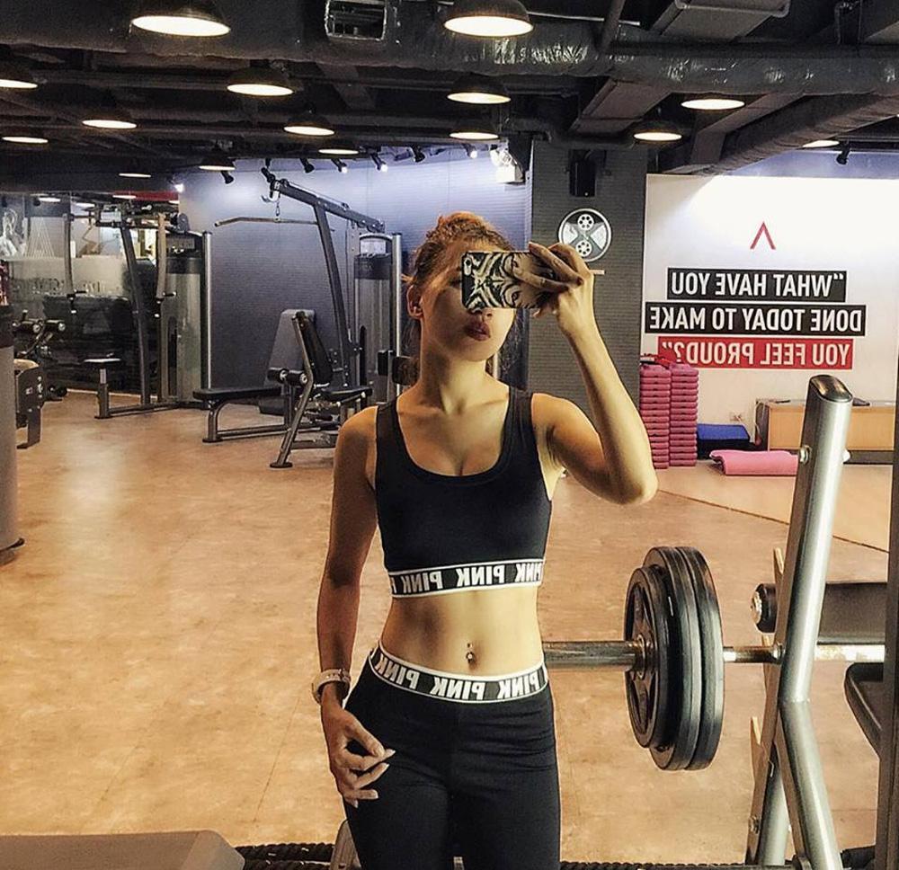 Không phải trào lưu, chụp ảnh trong phòng gym giờ đã thành phong cách sống