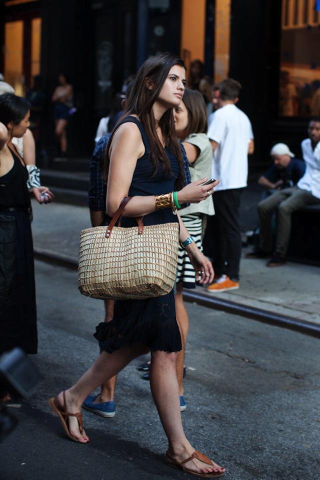 Thời nay, cái làn đi chợ & túi đựng chăn của các mẹ cũng thành hàng hiệu bán vài trăm triệu được - Ảnh 20.