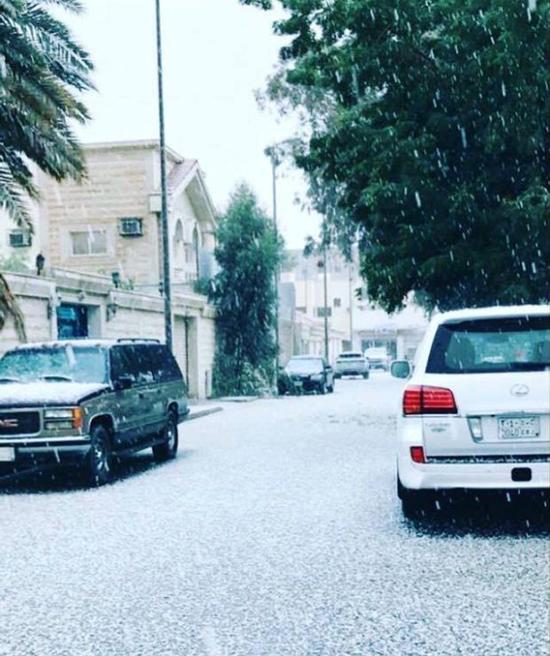 Tuyết bất ngờ rơi giữa sa mạc khô cằn ở Ả Rập - Ảnh 3.