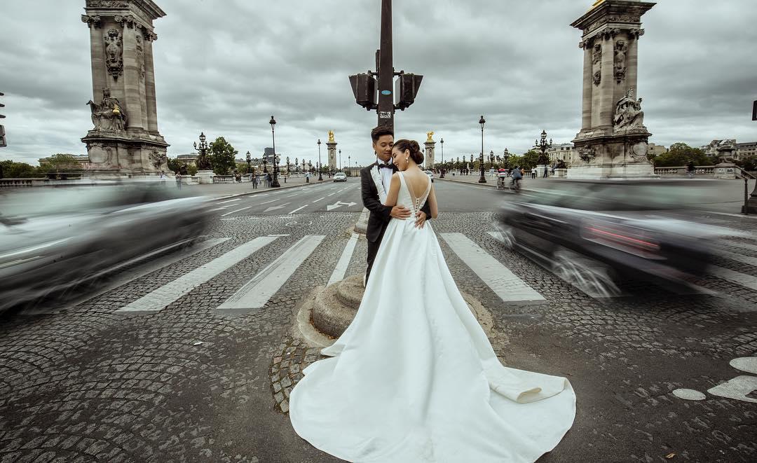 Ngắm trọn bộ 7 chiếc váy cưới, 4 bộ áo dài cùng loạt phụ