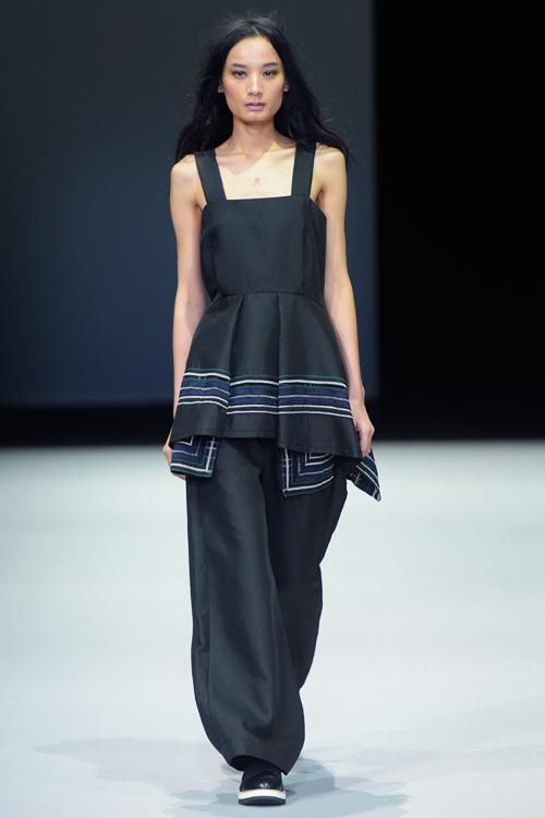 Phản hồi của phía Vietnam International Fashion Week có trở nên vô nghĩa khi để lộ email cấm diễn này? - Ảnh 2.