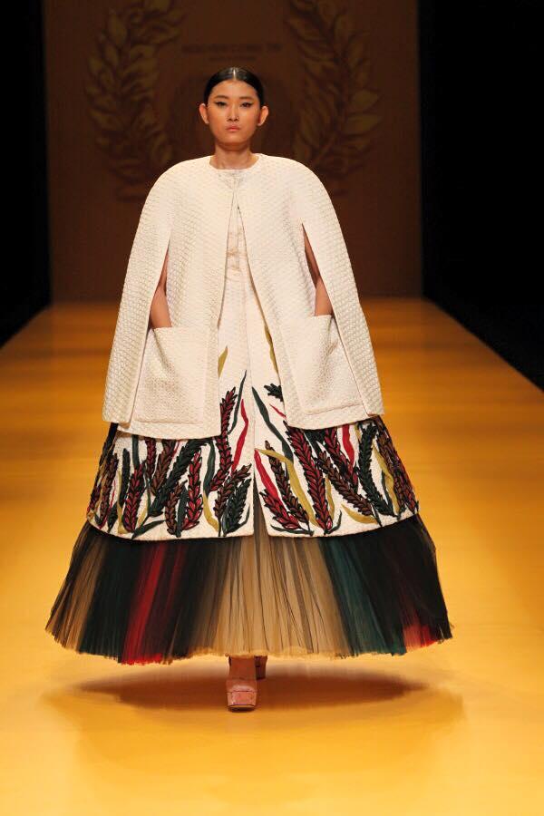 Phản hồi của phía Vietnam International Fashion Week có trở nên vô nghĩa khi để lộ email cấm diễn này? - Ảnh 9.
